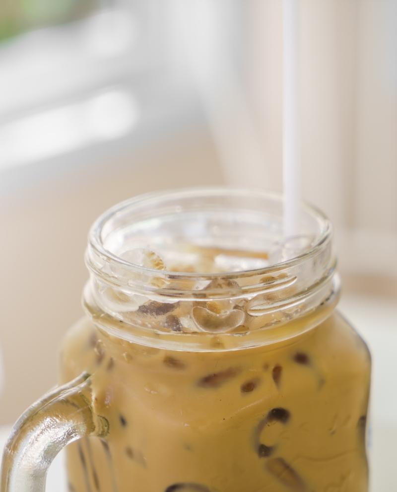 Eiskaffee-mit-Milch-800x991px