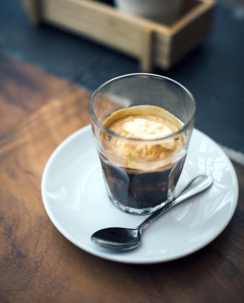 Eiskaffee-mit-Vanilleeis-800x991px